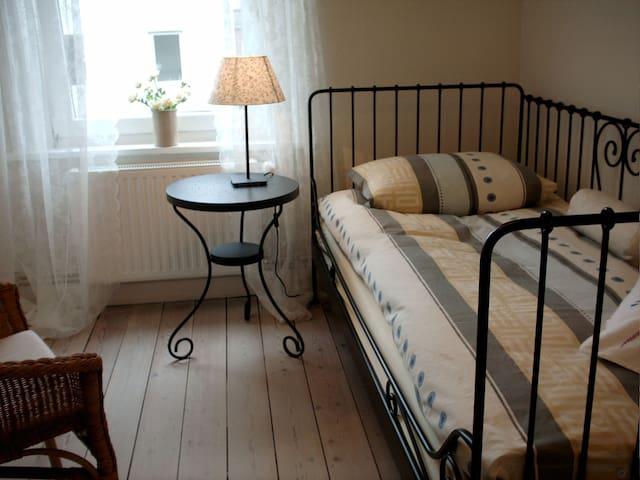 Ruhiges Zimmer mit eigenem Bad Nähe Holstentor - Lubeck - Ev