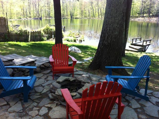 Modern + Cozy Catskills Lakehouse - Pine Bush - Ev