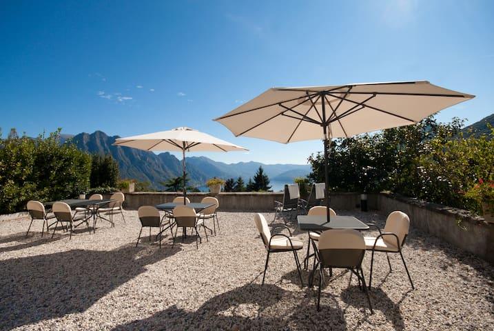 Ca' laRipa: Suite PANORAMA facing the lake - Solto Collina - Appartement