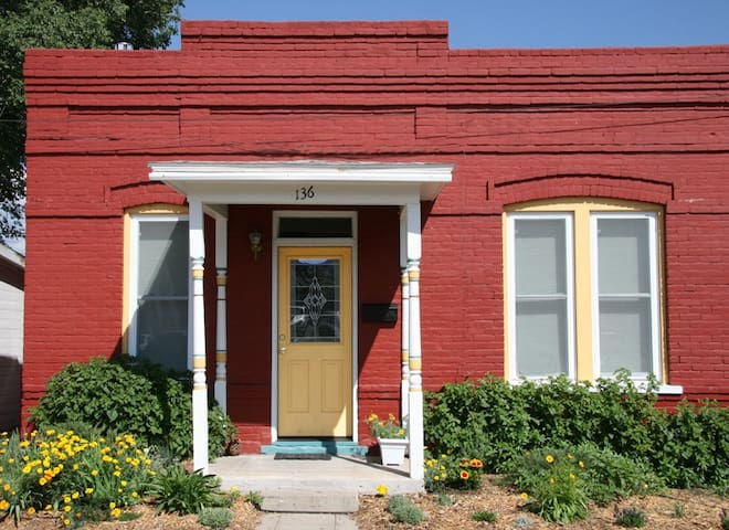 By the River & Downtown Comfort - Salida