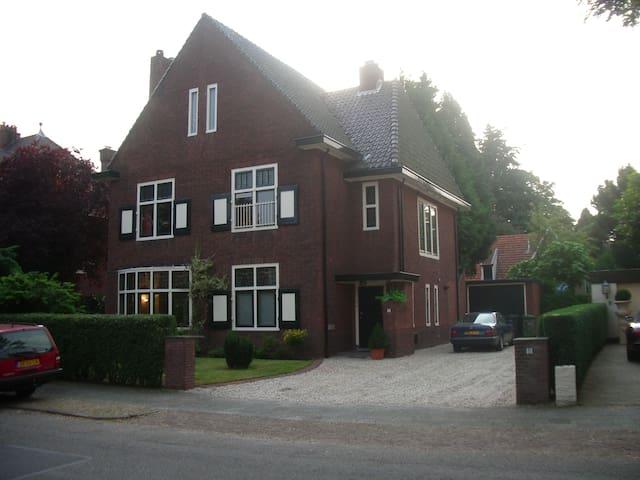 HilversHome Bed and Breakfast - Hilversum - Oda + Kahvaltı