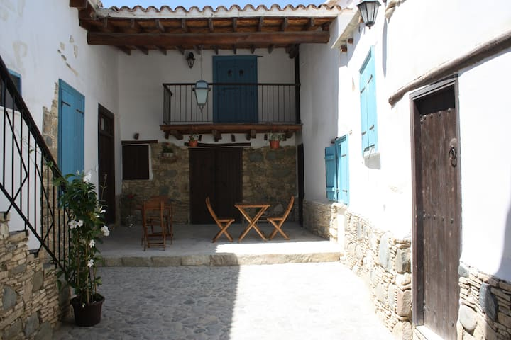 Aperanti B&B-Double room/balcony - Pera Orinis  - Bed & Breakfast