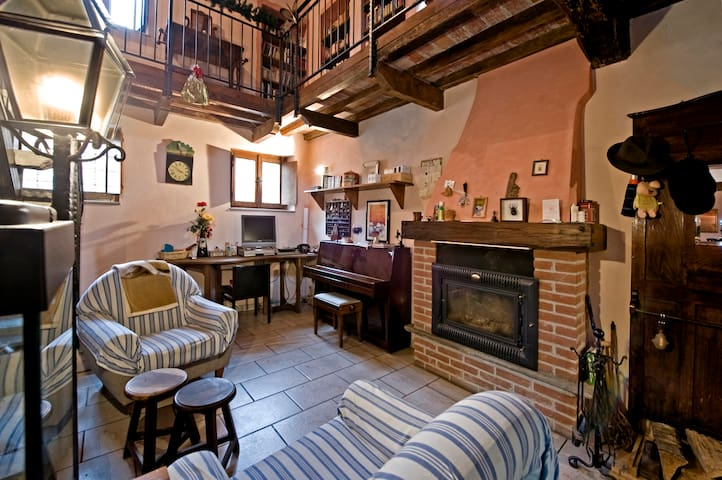 Nice  country house near Milan  - Pieve Porto Morone - 一軒家