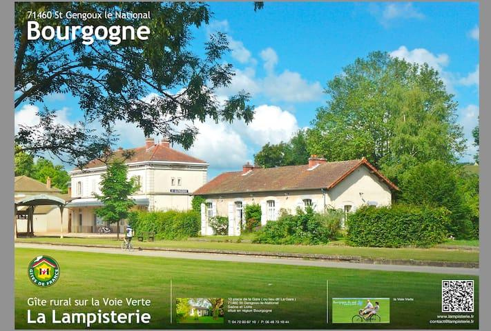 Maison de Gare La Lampisterie - Saint-Gengoux-le-National