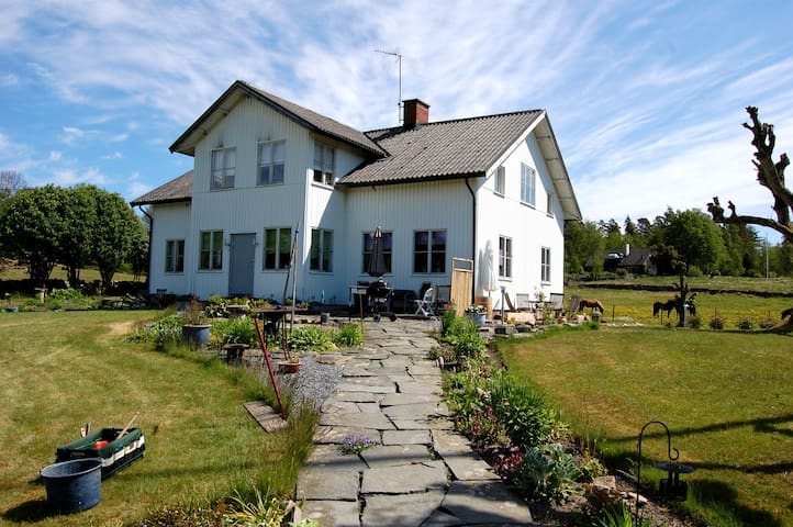 Lovely countryside Bed & Breakfast - Fotskäl - 家庭式旅館