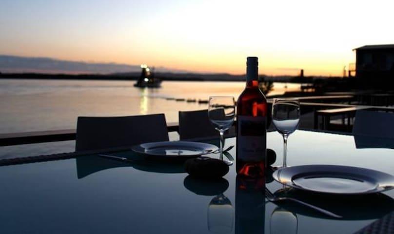 Absolute Riverfront - Villa Riviera - Ballina