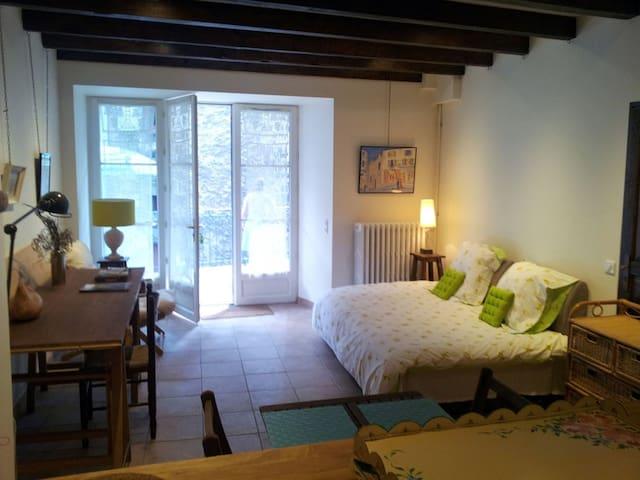 Charmant studio avec terrasse - Murat - Appartement