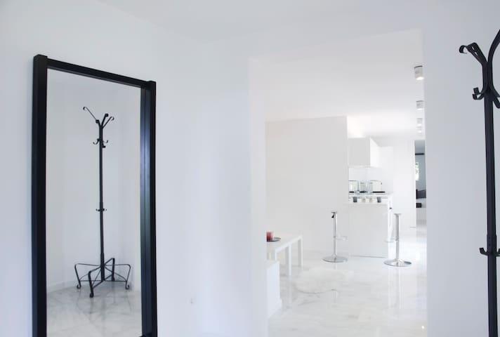 Beautiful guest house inside a vila - Calvià - Apartment