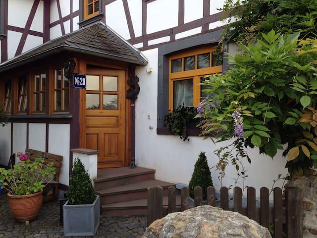 Gemütliches Wohnen im Fachwerkhaus - Langenscheid - Huoneisto