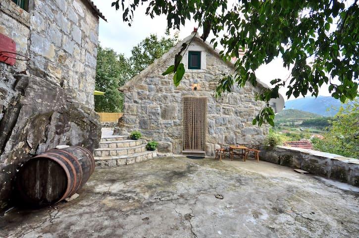 BEAUTIFUL STONE HOUSE GATA - OMIS - Ev