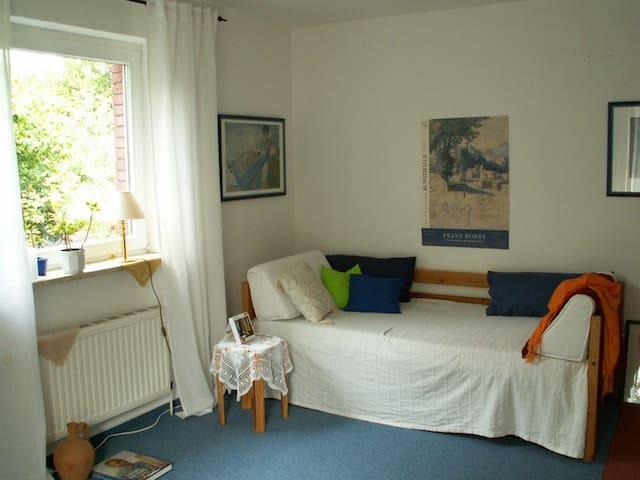 Corner room with garden view.  - Osdorf - Huis