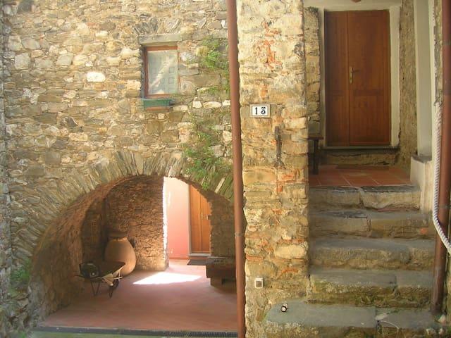 cosy rustic house Sarzana - Carignano - Apartemen