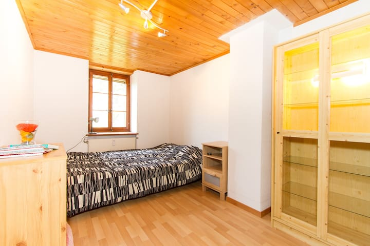 Quiet and nice room in the country - Oron-la-Ville - B&B