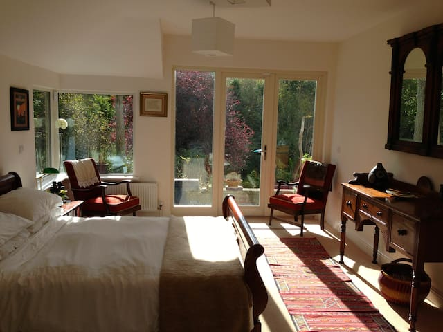 Garden Bedroom with bathroom en suite - Clonmel - Casa