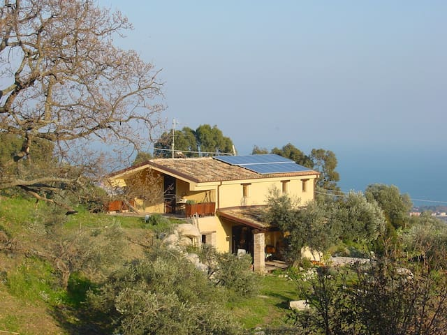 A  house with a breathtaking view - Roccella Ionica - 別墅