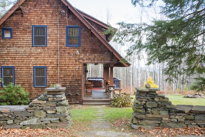 Arts+Crafts style bungalow - a gem. - Putney - Ev