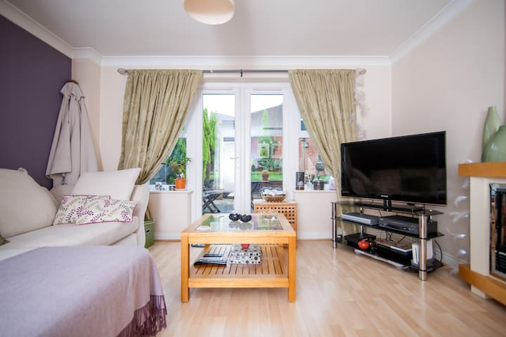 A lovely room in a friendly house. - Cradley Heath