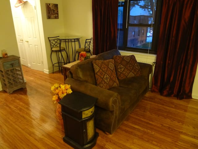 all new furnishings 5 mins to NYC - Fort Lee - Appartement