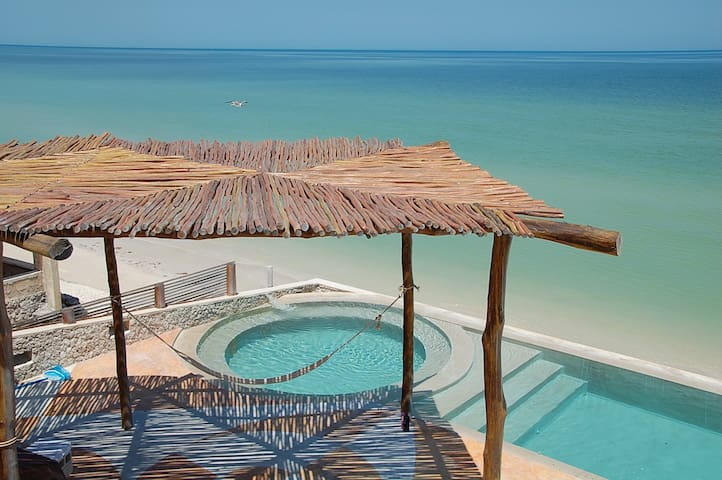 Beach house with spectacular view - Chuburná
