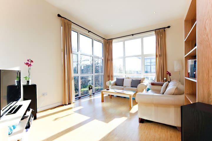 Cosy Double + Bathroom, Penthouse - London - Lägenhet