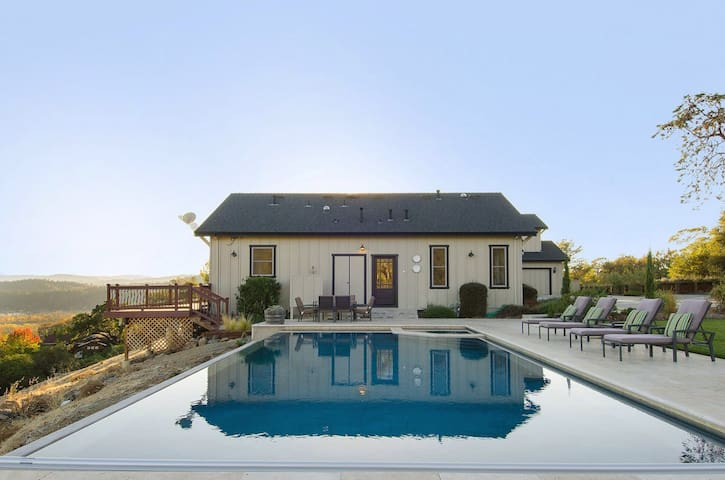Spacious 4BR with View/Pool/Hot Tub - Geyserville - Huis