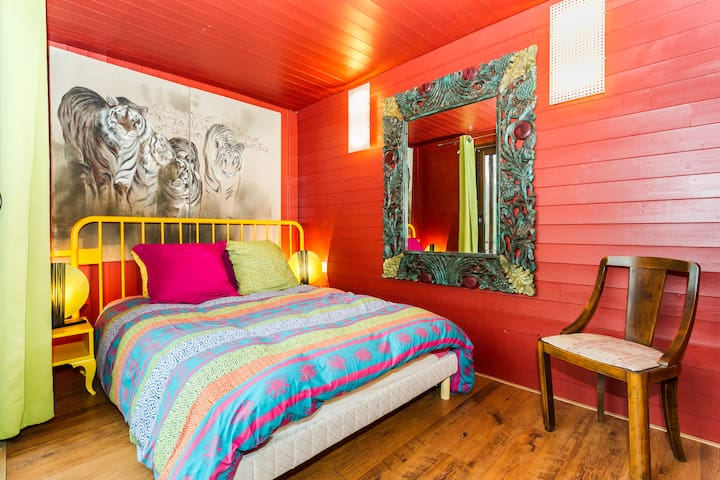 Les containers chambre rouge - Saintry-sur-Seine - Bed & Breakfast