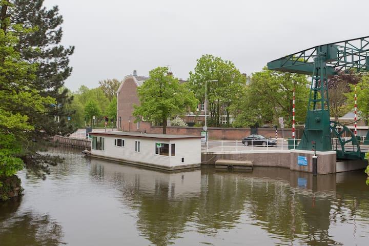 Modern boat house in Leiden center - Leiden - Vaixell