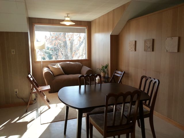Vintage Charm, City/Country appeal - Moncton - Huoneisto