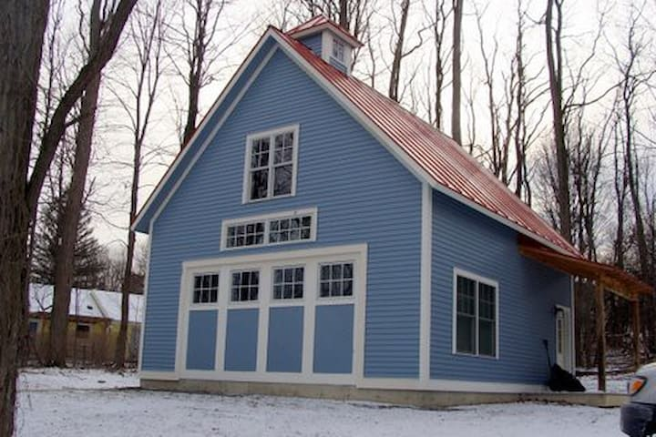 Charming carriage house near campus - Middlebury - Loft