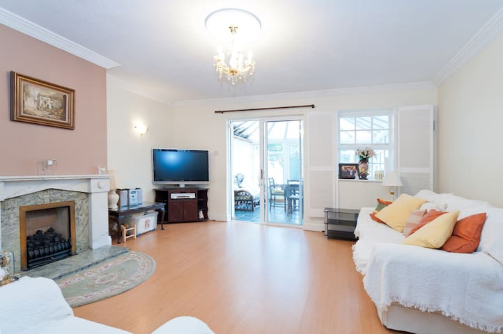Entire 2bed townhouse close to City - Dublin - Dom