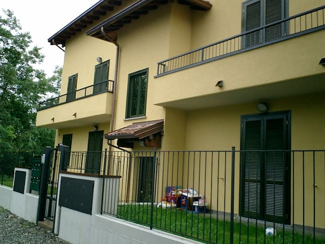 Cozy apartment with parking place - Olgiate Comasco - Appartement