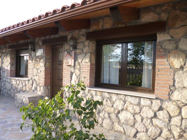 """Casa rural """"Los Cántaros"""" - Zarapicos"""