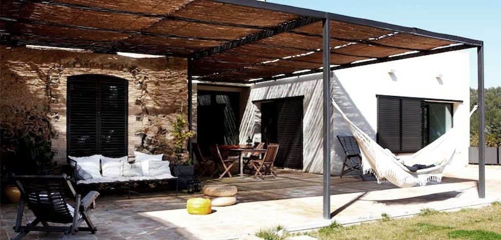 Stunning stylish renovated old farm - Arenys d'Empordà - Huis