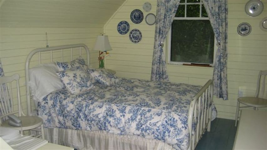 cozy summer cottage, Quebec on lake - North Hatley - Casa