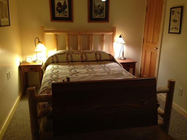 Quiet, cozy room in my JH home - Wilson - Dům