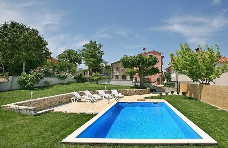 Lovely house  for 9 person with pool - Motovun - Huis