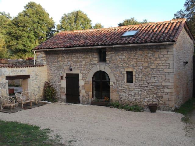 Maison à la campagne - Cellefrouin - Casa