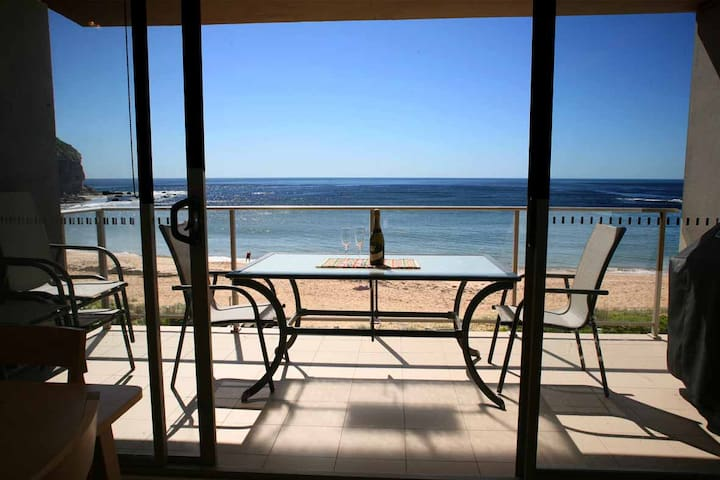 Absolute Beachfront Apartment - Mona Vale