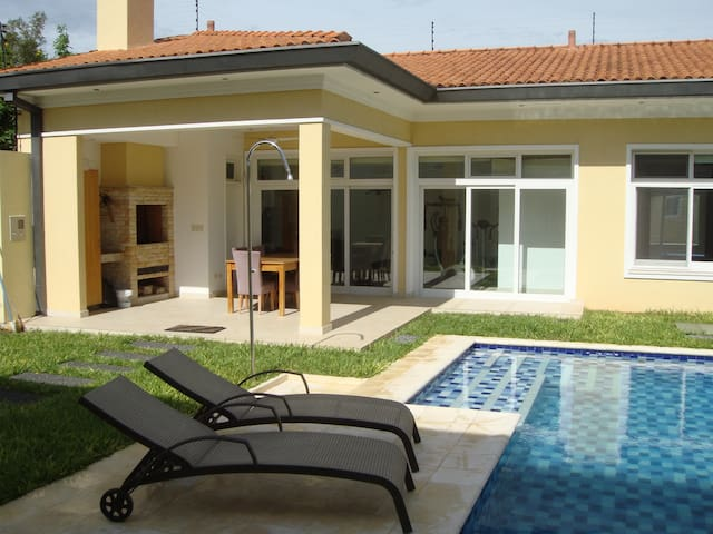 70 sqm House with Pool & BBQ - Asuncion - Lägenhet