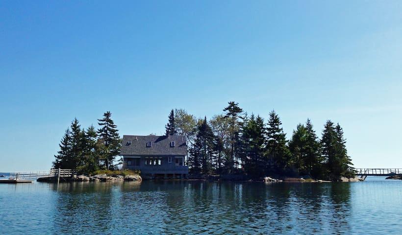 Unique Penobscot Bay Island Cottage - Brooksville - Ev