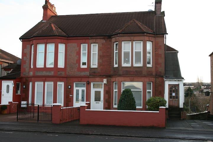 Glasgow villa conversion flat.  - Rutherglen - Appartement