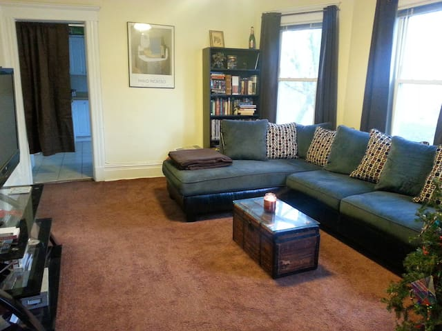 Spacious Apt. in East Rutherford - East Rutherford