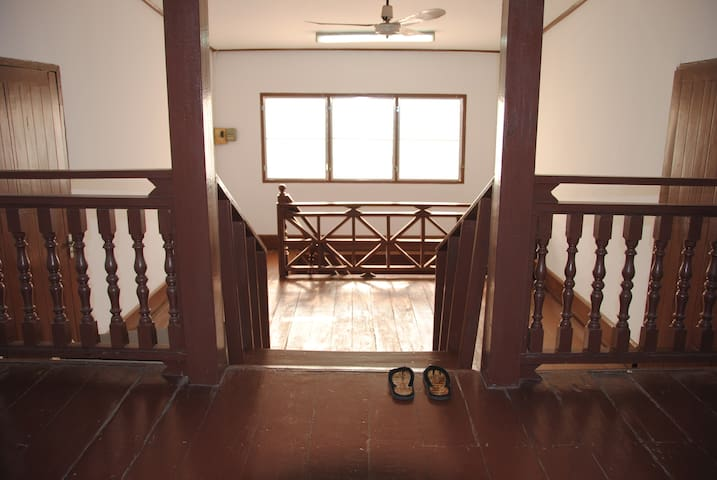 Best location, price, reviews KING - Vientiane - Townhouse