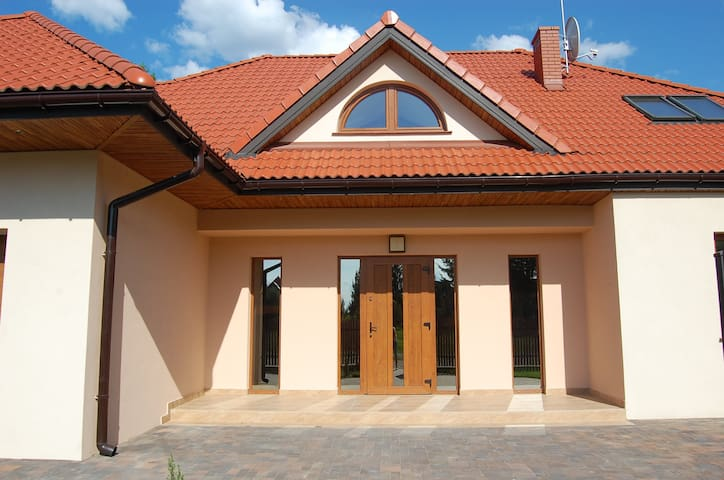 Dom Chotomów - Chotomów - Hus