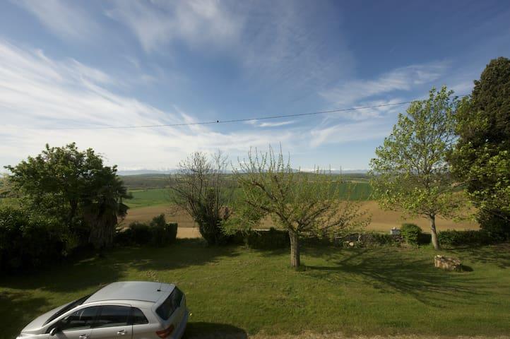 Maison de famille. Vue sur Pyrénées - Peyrouzet - Casa