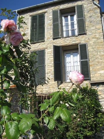 Natursteinhaus mit Garten - Candeasco - Hus