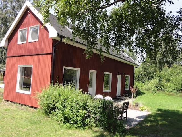 Lovely cottage close to sea, Lund and Malmö - LOMMA - Haus