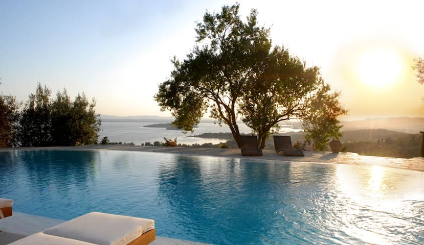 Luxury Villa with a fantastic view - Passignano Sul Trasimeno - Villa