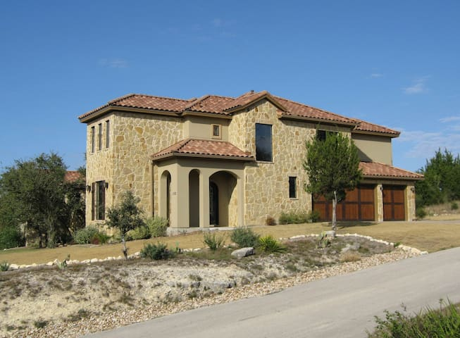 Stay in Texas Hill Country - Lakeway - Bed & Breakfast