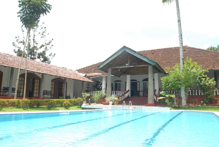 Colonial bungalow in a plantation - Matugama - Bed & Breakfast
